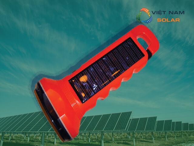 Vì sao nên sử dụng đèn pin năng lượng mặt trời